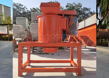 New type vertical manure crusher
